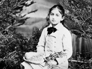 კომპოზიტორი ბარბარა ამირეჯიბი ბავშვობაში. თბილისი, 1880 წ. <br> Composer Barbara Amirejibi in childhood. Tbilisi, 1880.