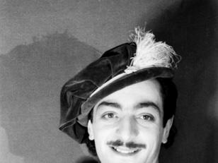 მსახიობი ედიშერ მაღალაშვილი მერკუციოს როლში სპექტაკლიდან ''რომეო და ჯულიეტა  <br>