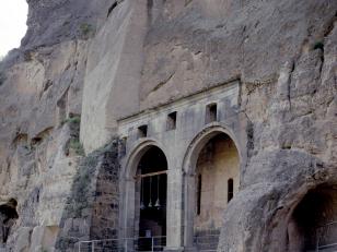 ვარძია, ღვთისმშობლის მიძინების ტაძარი, XII საუკუნე<br>Vardzia, church of Dormition , XII century