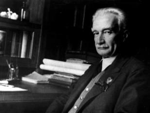 ივანე ჯავახიშვილი თავის სამუშაო ოთახში. თბილისი, 1938  წ.