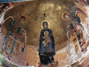 ღვთისმშობელი ყრმით, ორივე მხარეს მთავარანგელოზები მიქაელი და გაბრიელი, მოზაიკა, საკურთხევლის აფსიდის კონქი, 1106-1130 წლები<br>Virgin and Child, Archangels Michael and Gabriel. Apse. Mosaic. The Church of Assumption, 1106-1130