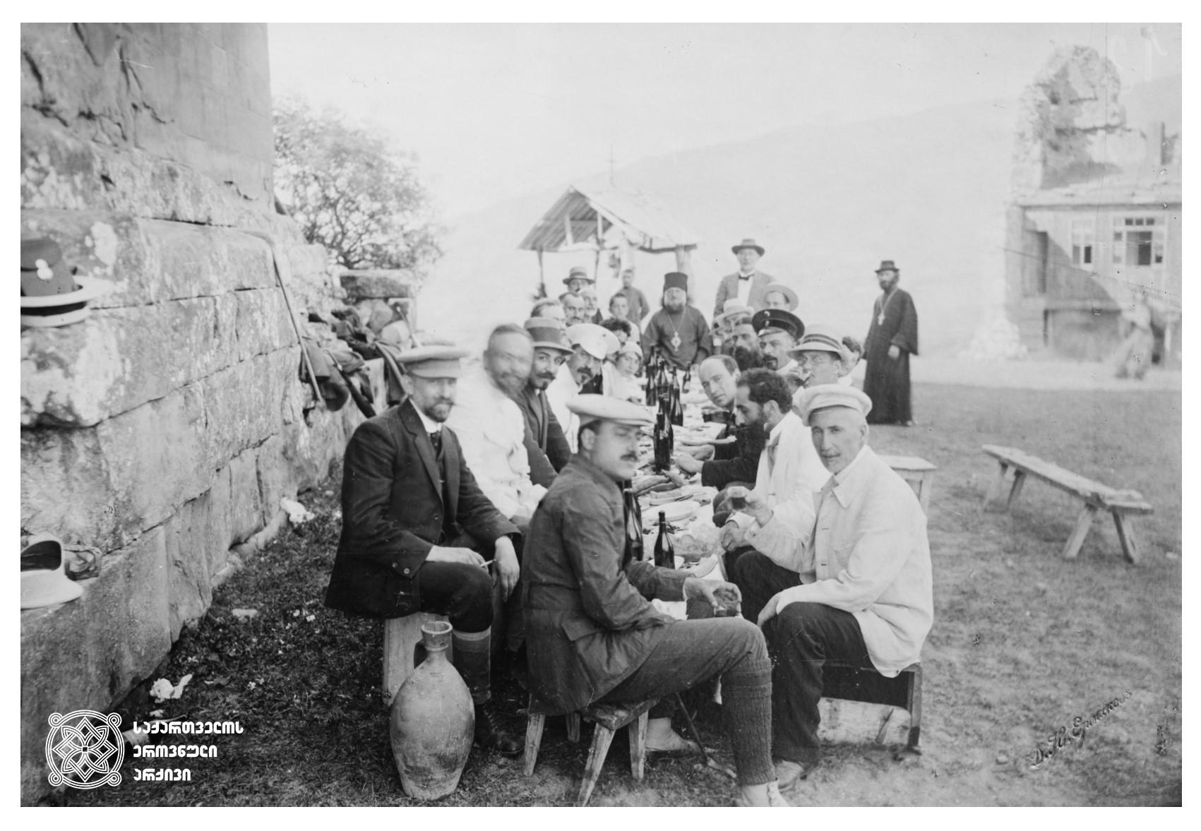 ექვთიმე თაყაიშვილი, სიმონ კლდიაშვილი, ჰენრიხ ჰრინევსკი და სხვები; 1912 წელი  <br> Ekvtime Takaishvili, Simon Kldiashvili, Henrik Hrinevski and others; 1912 წელი