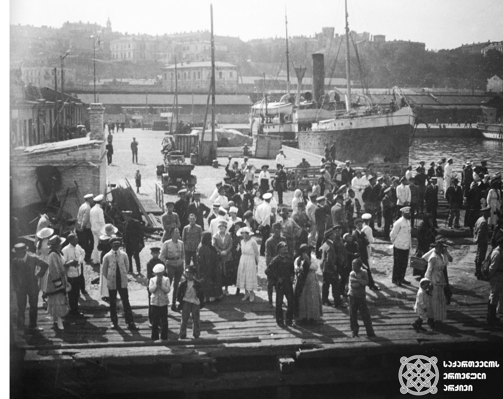 ამიერკავკასიის სეიმის დელეგაცია ტრაპიზონის მოლაპარაკებებზე.  <br> 1918 წლის მარტი. <br> Delegation of Transcaucasian Sejm on Trabzon negotiations.  <br> March 1918.