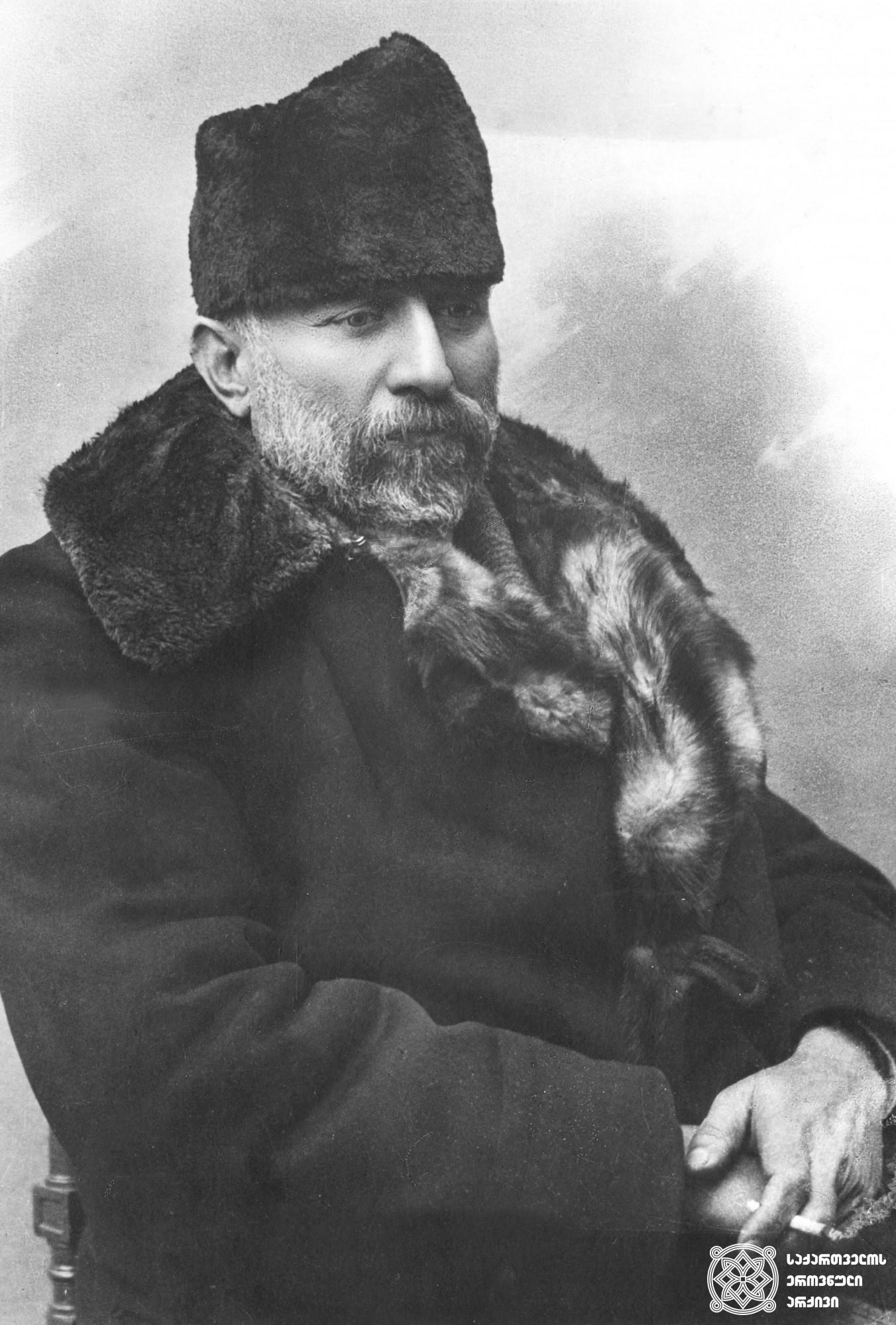 ნიკოლოზ (კარლო) ჩხეიძე - ამიერკავკასიის სეიმის თავმჯდომარე, ქართველი სოციალ-დემოკრატი. <br> Nikoloz (Carlo) Chkheidze, head of the Transcaucasian Sejm, Georgian Social-Democrat.