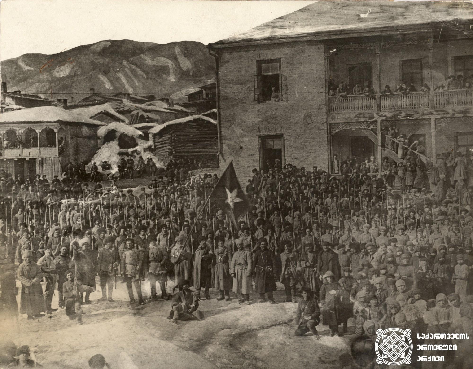 """ბოლშევიკ ძანდარ ტოკაევის """"დიგორის ოსური პარტიზანული რაზმი"""" რაჭის სოფელ ღების ცენტრში. <br> 1921 წლის თებერვლის ბოლო. <br>  The Digori Ossetian partisan squad of Bolshevik Dzandar Tokaev in the center of the village Ghebi in Racha. <br>  End of February, 1921."""