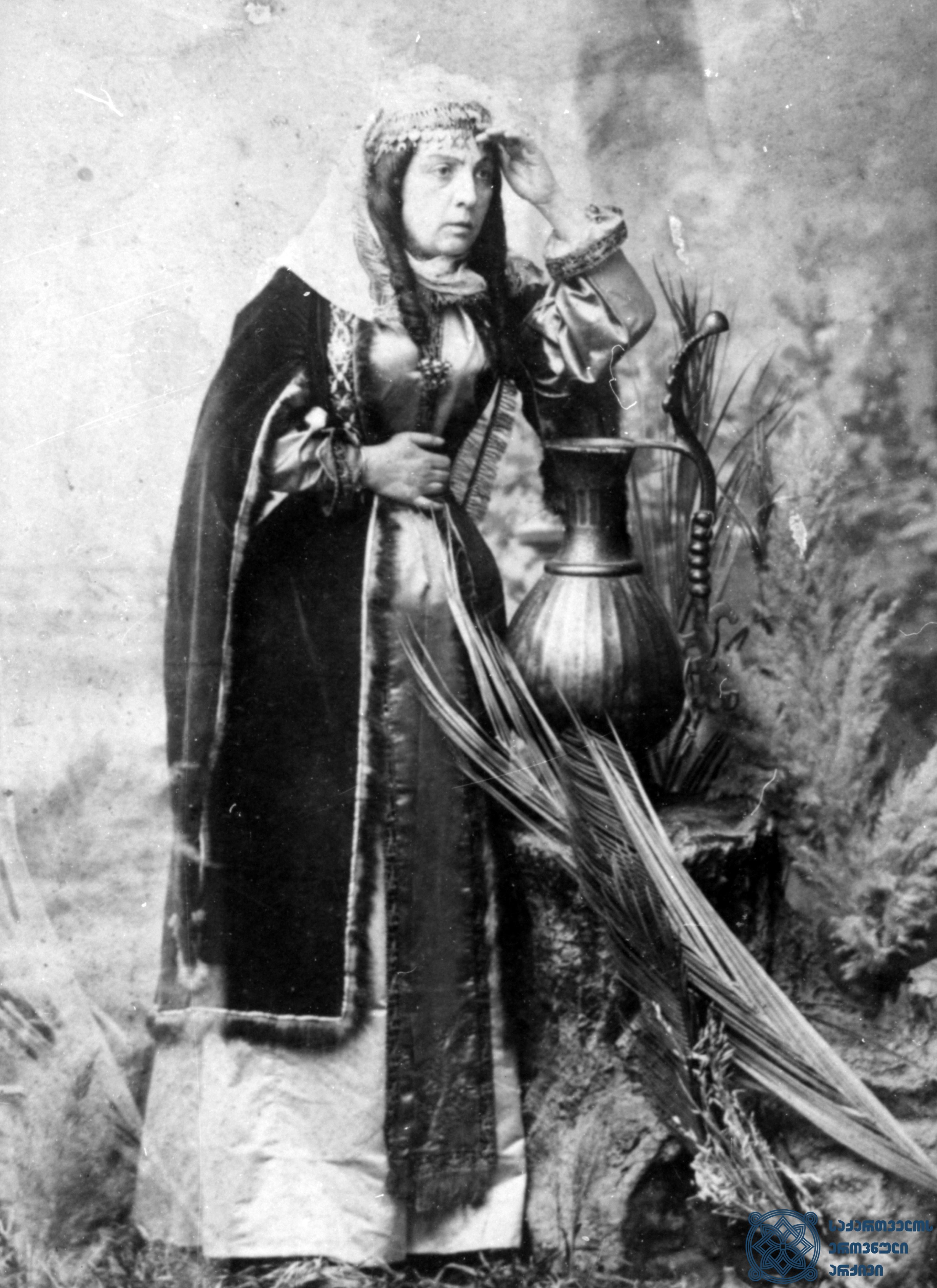 """სპექტაკლი """"ქეთევან წამებული"""". ქეთევანი – ბაბო ავალიშვილი. <br> 1880-იანი წლები.  <br> The performance """"Ketevan Tsamebuli"""". Babo Avalishvili as Ketevan.<br> 1880s."""