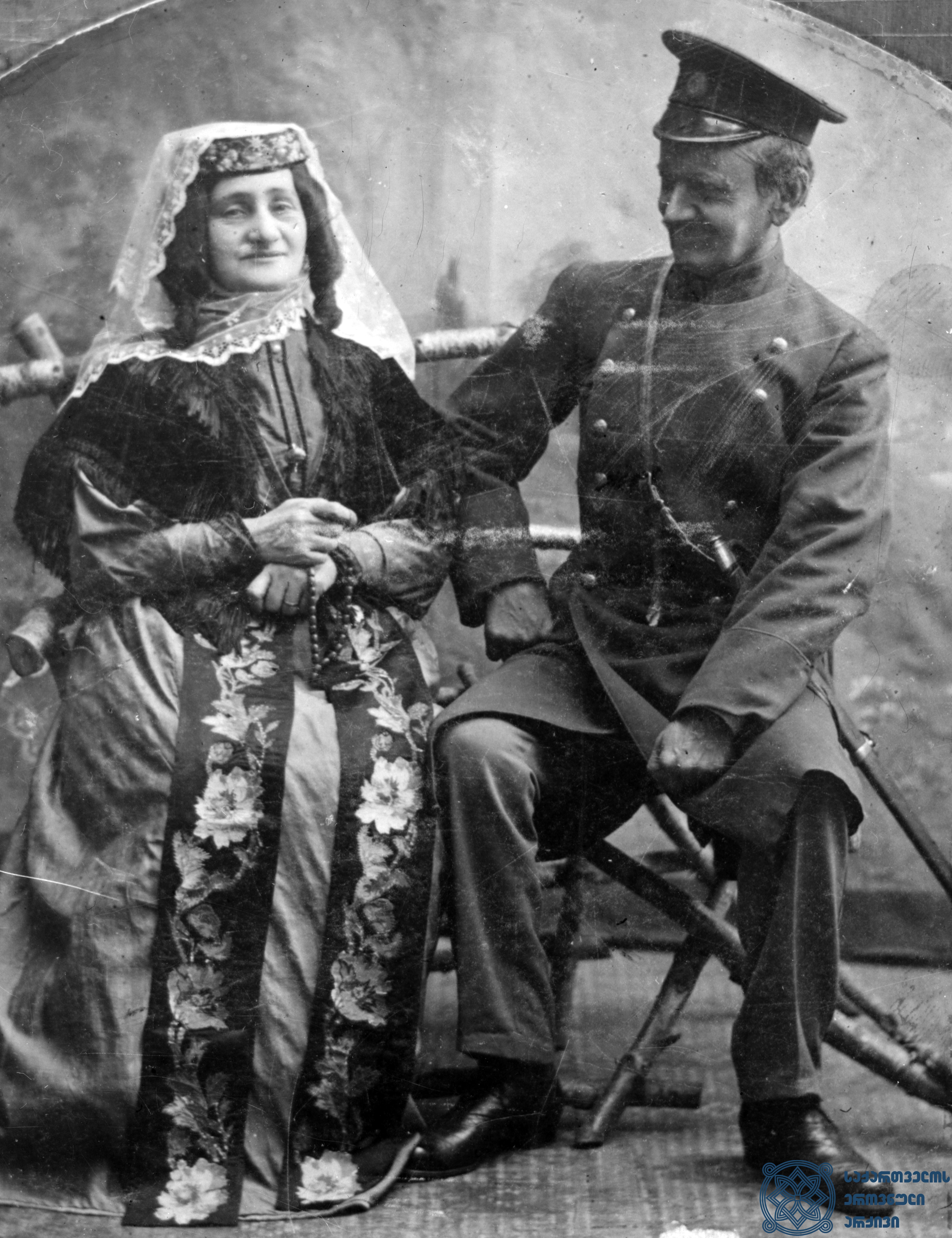 """სპექტაკლი """"რაც არ გერგება არ შეგერგება"""". <br> ბაბალე – ელისაბედ ჩერქეზიშვილი, ზაალი – ვასო აბაშიძე.<br> 1880-იანი წლები. <br> The performance """"Rats Ar Gergeba Ar Shegergeba"""". <br> Elisabeth Cherkezishvili as Babale, Vaso Abashidze as Zaali.<br> 1880s."""