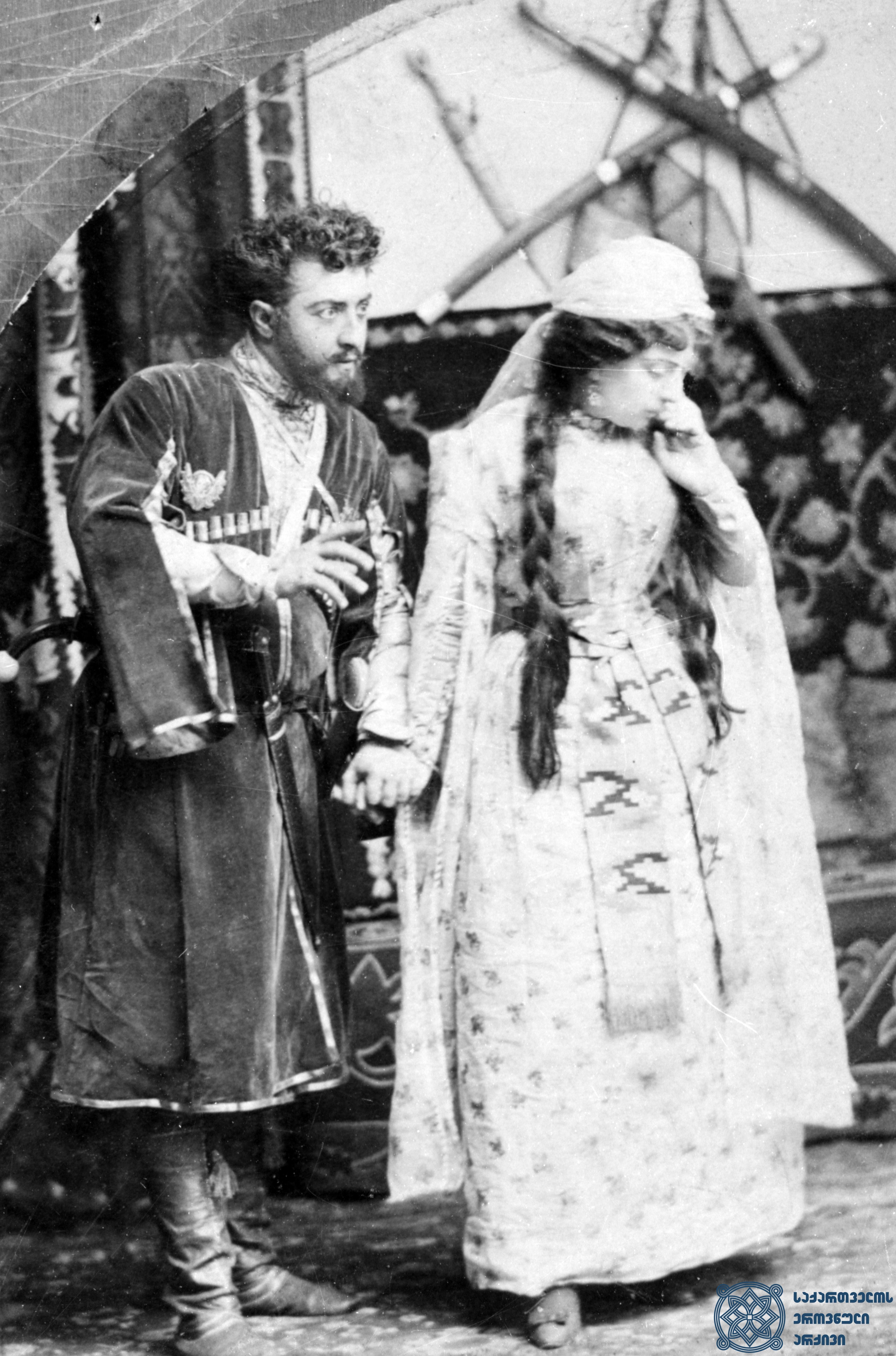 """სპექტაკლი """"და-ძმა"""".  <br> მარინე – ბაბო ავალიშვილი, ოტია – ვიქტორ გამყრელიძე. <br> ალექსანდრე როინაშვილის ფოტო, 1884 წელი. <Br> The performance """"Da-Dzma"""" (""""Siblings""""). <br> Babo Avalishvili as Marine, Victor Gamkrelidze as Otia. <br> Photo by Alexandre Roinashvili, 1884."""