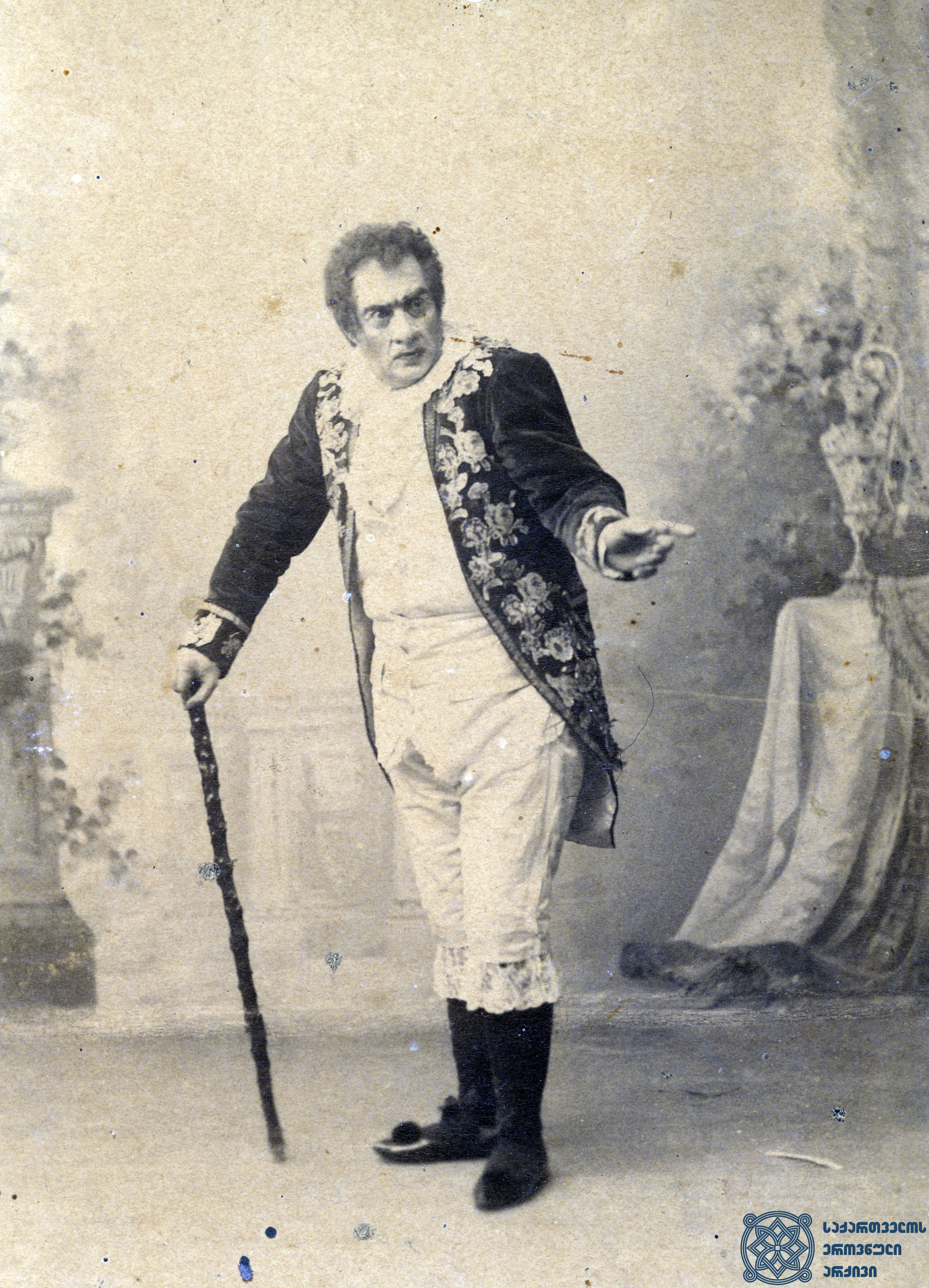 """სპექტაკლი """"ყაჩაღები"""". მსახიობი ლადო მესხიშვილი როლში.  <br> აბრამ ნორდშტეინის ფოტო, 1890-1896 წლები. <br> The performance """"Robbers"""". Actor Lado Meskhishvili in the role. <br> Photo by Abram Nordstein, 1890-1896."""