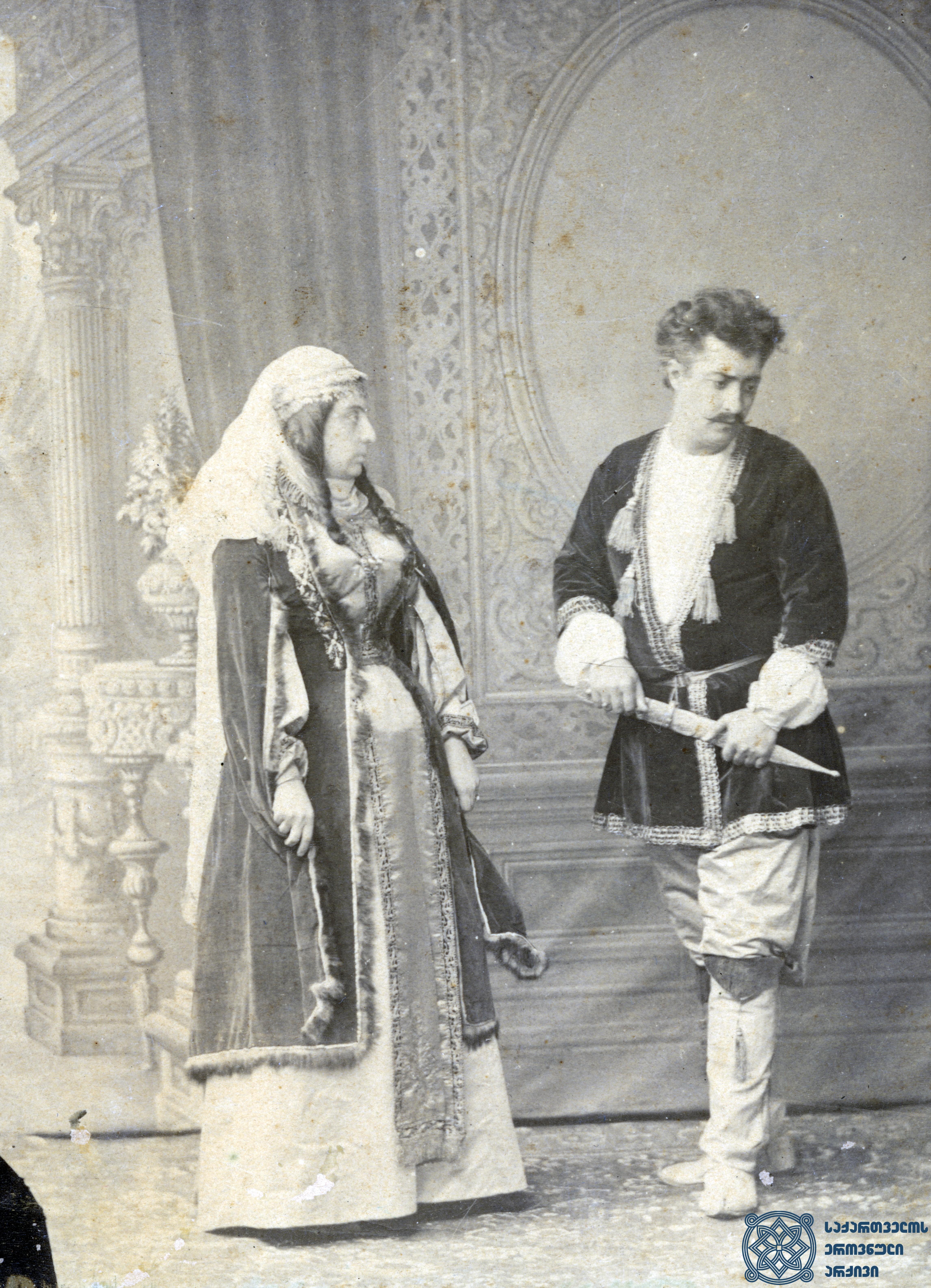 """სპექტაკლი """"სამშობლო"""". ლადო მესხიშვილი და მაკო საფაროვა როლებში. <br> 1890-1896 წლები. <br> The performance """"Samshoblo"""" (""""Motherland""""). Lado Meskhishvili and Mako Safarova in the roles. <br> 1890-1896."""