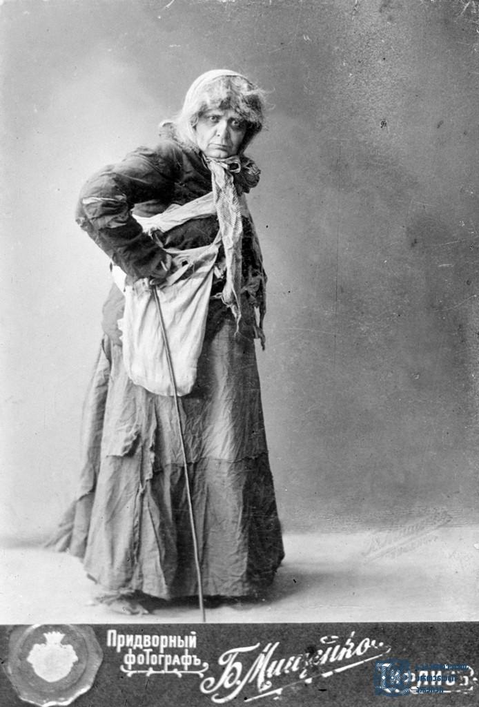 """სპექტაკლი """"ორი ობოლი"""". მსახიობი ნატო გაბუნია როლში.<br> 1895-1900-იანი წლები.<br> The performance """"Ori Oboli"""" (""""Two Orphans""""). Actress Nato Gabunia in the role.<br> 1895-1900s."""