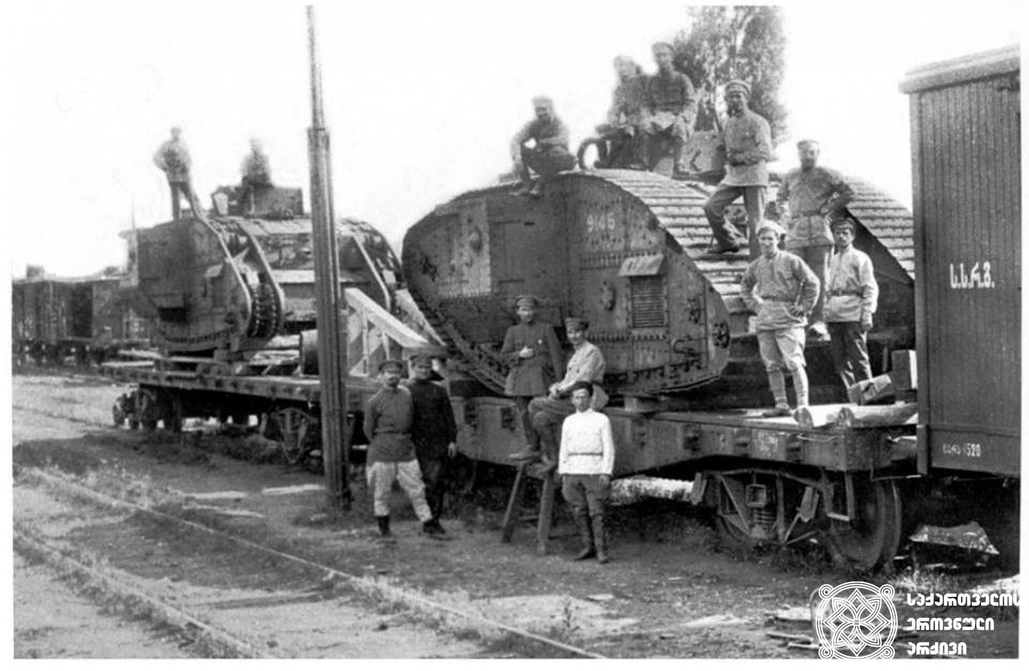ოკუპაციის შემდეგ წითელარმიელები მოსკოვში აგზავნიან ქართული არმიის იმ ამორტიზებულ ტანკებს, რომელთა გამოყენებაც ტექნიკური გაუმართაობის გამო  ქართულმა ჯარმა ვერ მოახერხა. <br> თბილისი , 1921 წლის მარტი. <br> After the occupation, the Red Army sent amortized tanks of the Georgian army to Moscow.The Georgian army was unable to use them because of the technical malfunction. <br> Tbilisi, March 1921.