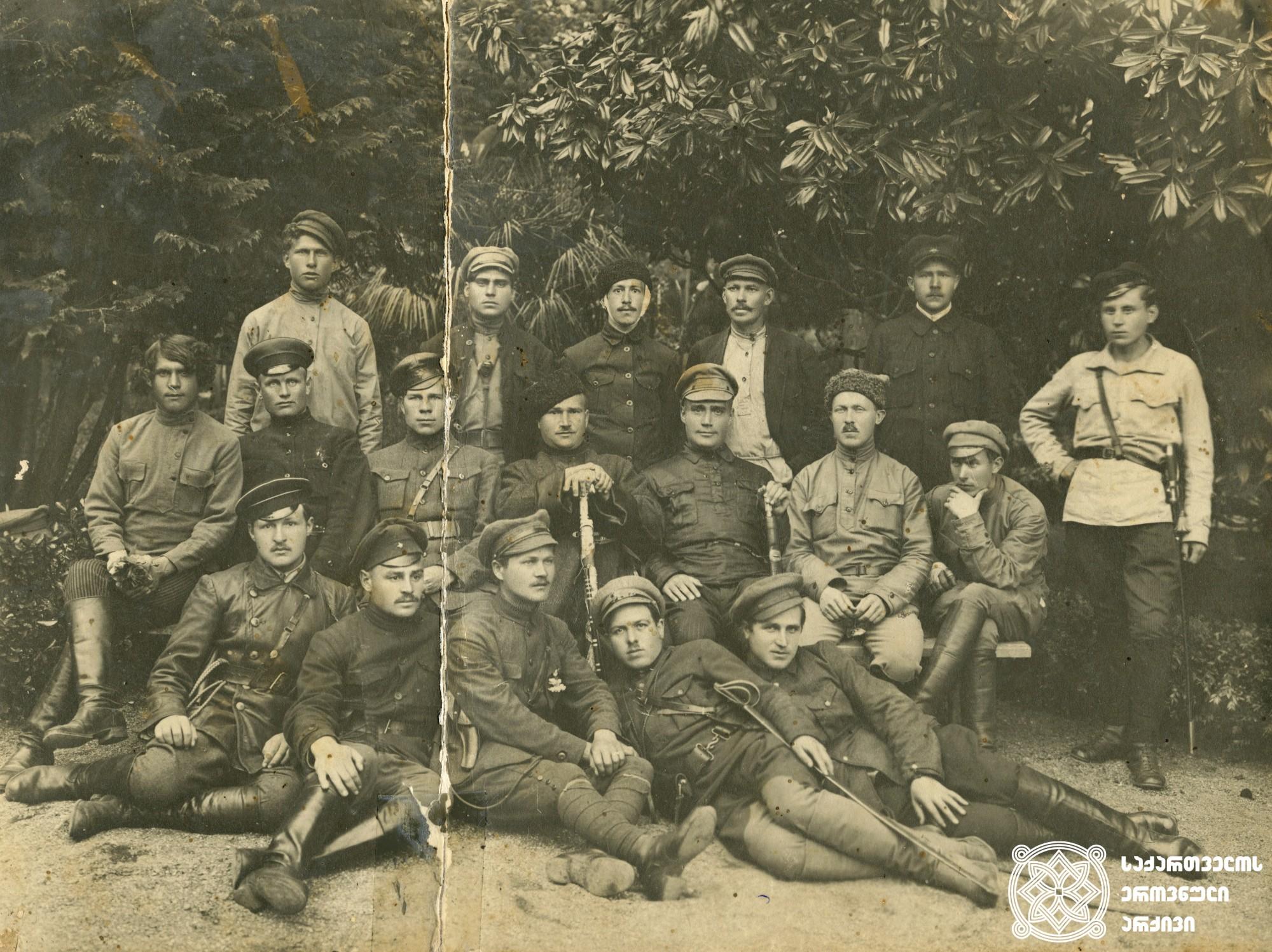 წითელი არმიის 292-ე მსროლელი პოლკის სამეთაურო შემადგენლობა საქართველოს ოკუპაციის შემდგომ.  <br> 1921 წლის მარტის ბოლო. <br>  <br> The 292nd command staff of the Rifle Regiment of the Red Army after the occupation of Georgia.  <br> End of March 1921.