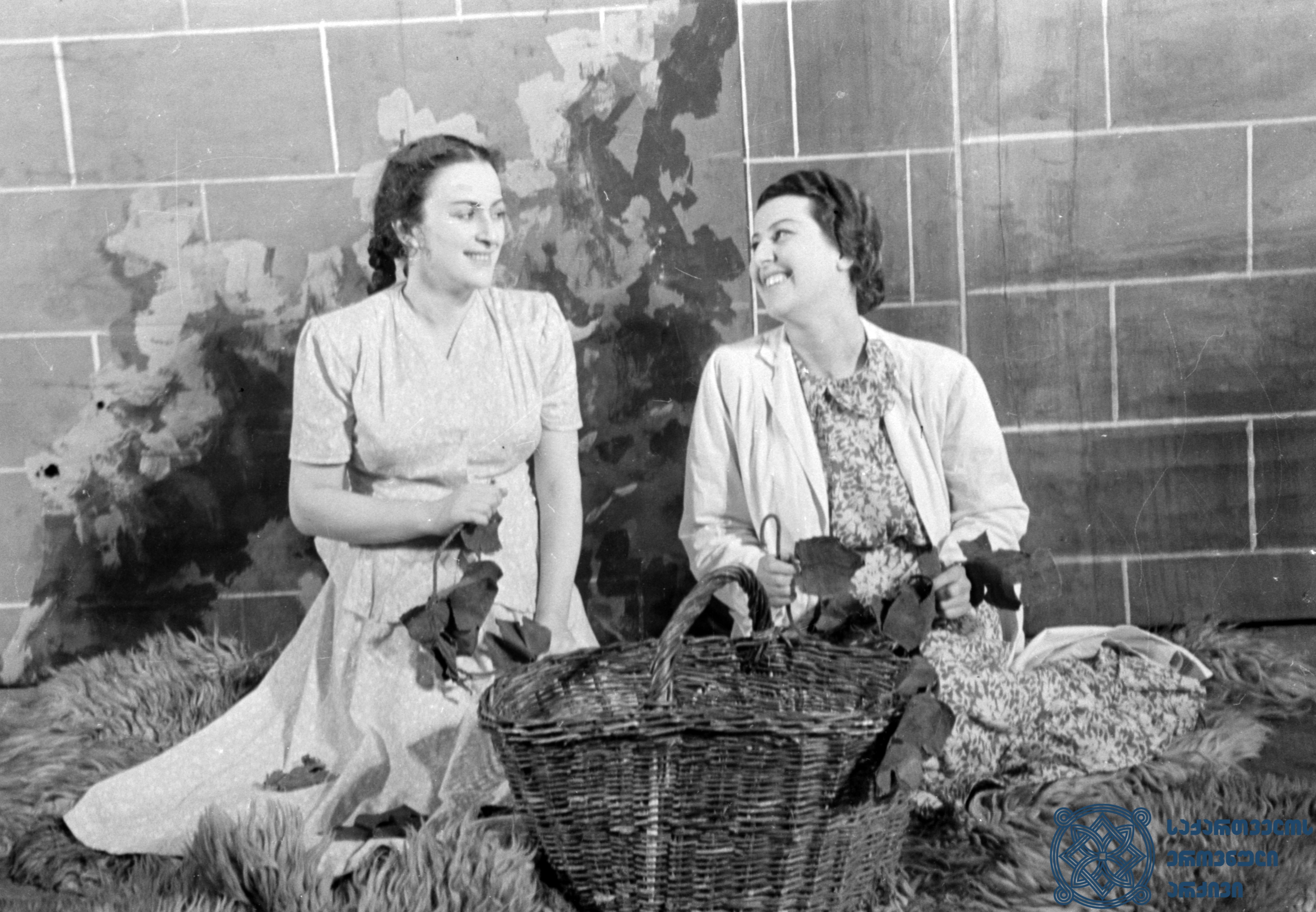 """მარჯანიშვილის სახელობის აკადემიური თეატრის სპექტაკლი """"მარინე"""". <br> მარინე – მედეა ჯაფარიძე,  მარინე – მარინე თბილელი.  <br> 1950 წელი.<br> The Marjanishvili Academic Theater performance """"Marine"""". <br> Medea Japharidze as Marine, Marine Tbileli as Marine.<br> 1950."""