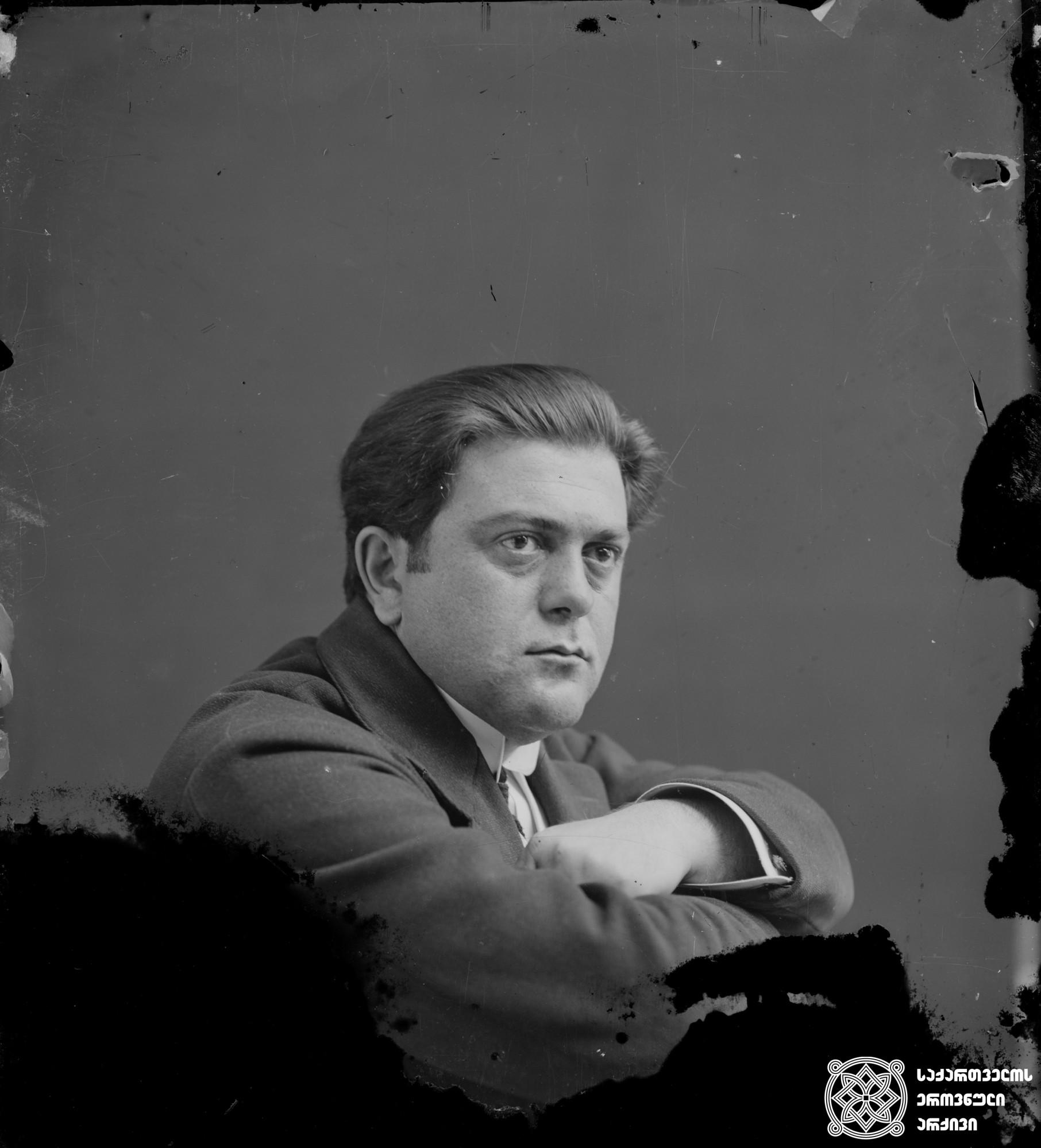 მსახიობი ალექსანდრე (სანდრო) ყალაბეგიშვილი (1883-1937). <br> მინის ნეგატივი 12X16. <br> Actor Aleksande (Sandro) Kalabegishvili (1883-1937). <br> Glass negative 12X16. <br>