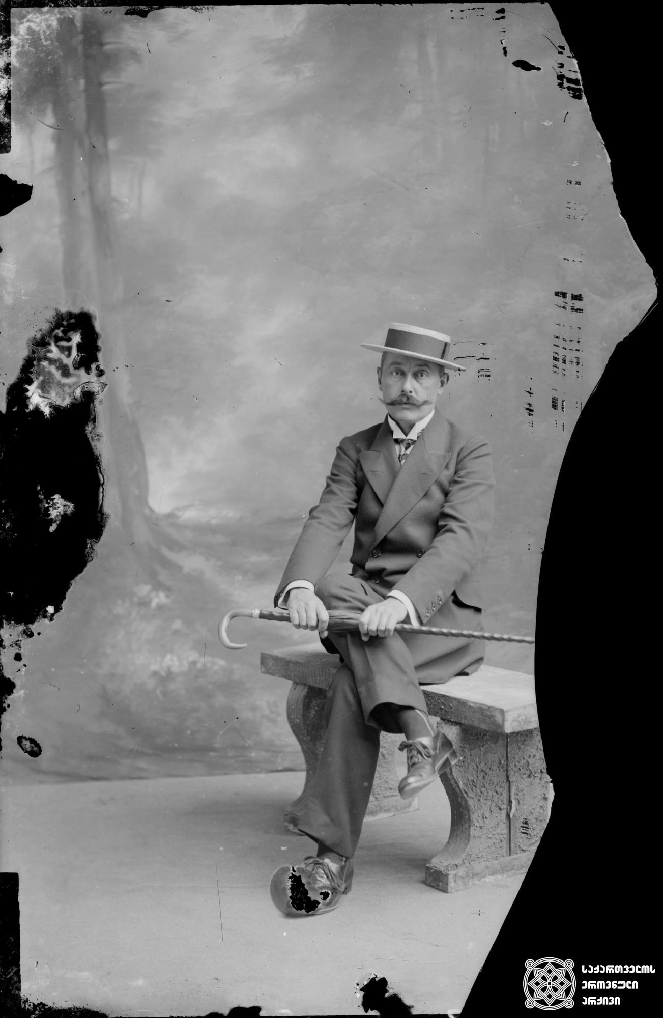 ლუსიენ შარლ დავიდ მიურატი (1870-1933). <br> მინის ნეგატივი 10X16. <br> Lucien Charles David Murat (1870-1933). <br> Glass negative 10X16.