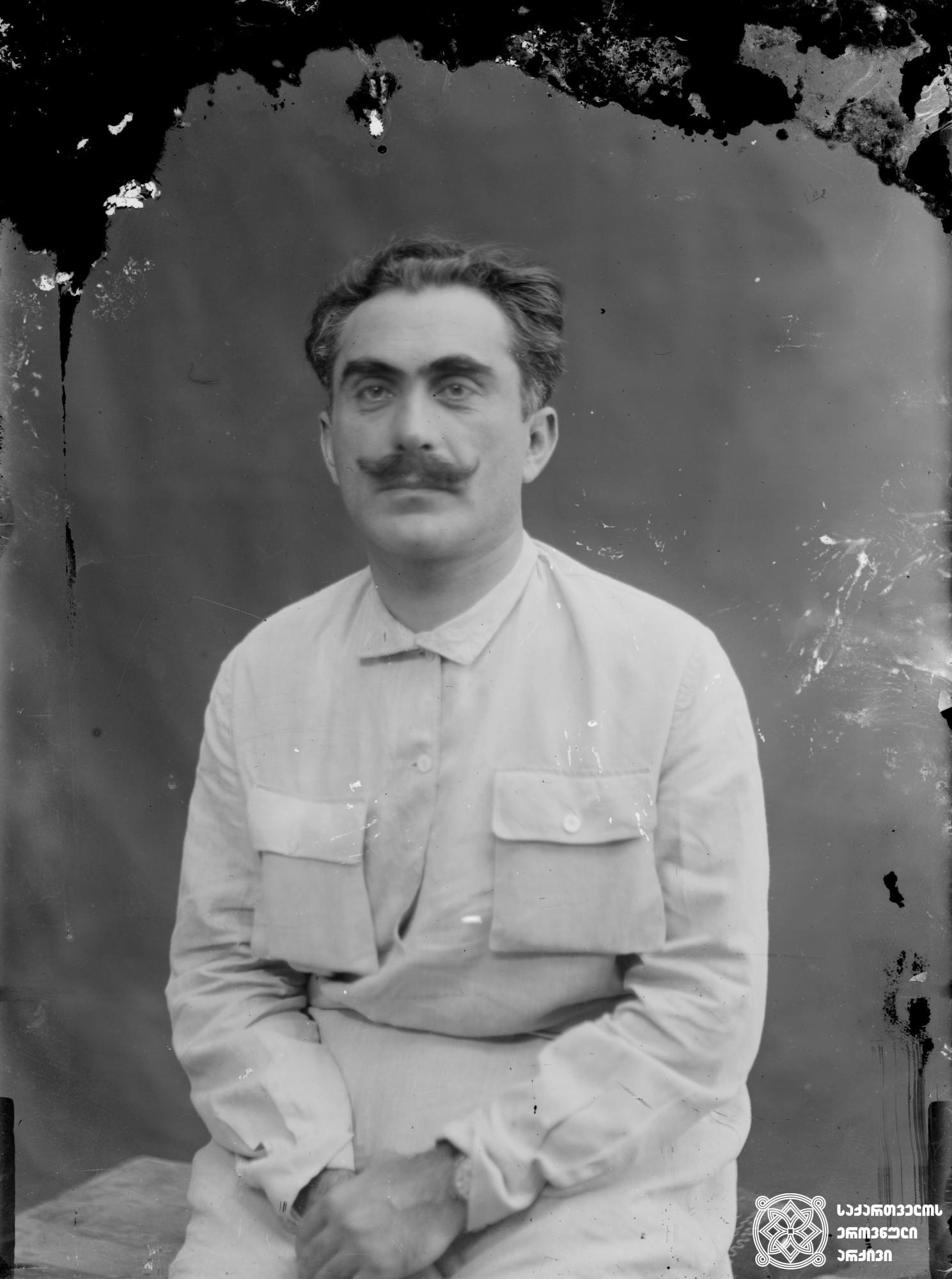 ქიმიკოსი საბა (ალექსანდრე) კლდიაშვილი (1873-1905). <br> მინის ნეგატივი 12X16. <br> Chemist Saba (Alexander) Kldiashvili (1873-1905). <br> Glass negative 12X16. <br>