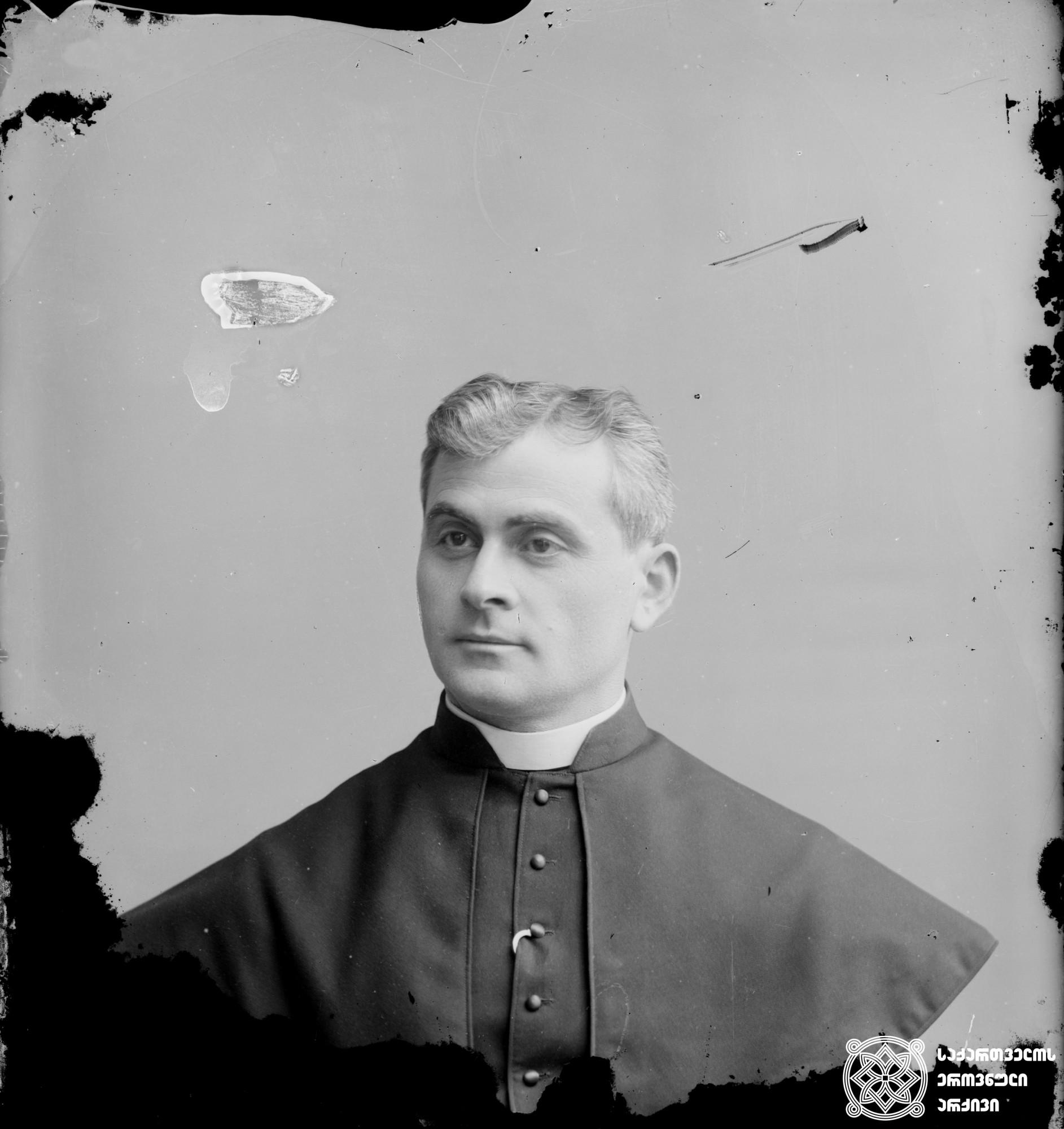 დონ დამიანე სააკაშვილი (1865-1940), ქუთაისის კათოლიკეთა მონასტრის წინამძღვარი. <br> მინის ნეგატივი 12X16. <br> Don Damian Saakashvili (1865-1940), head of the Kutaisi Catholic Monastery. <br> Glass negative 12X16.