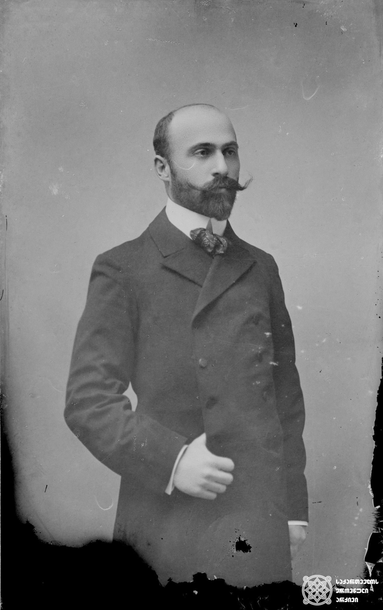 ქიმიკოსი საბა (ალექსანდრე) კლდიაშვილი (1873-1905). <br> მინის ნეგატივი 12X16. <br> Chemist Saba (Alexander) Kldiashvili (1873-1905). <br> Glass negative 12X16.