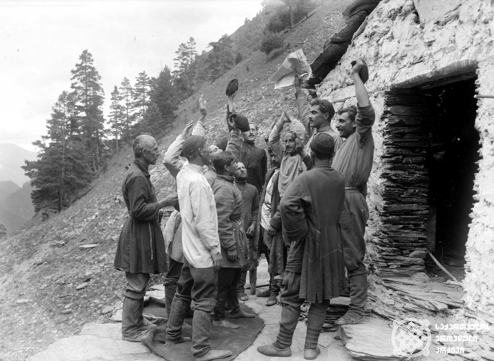 ღრუბელთა თავშესაფარი (ცხოვრებასთან შეხვედრა). 1928. <br> რეჟისორი: ზაქარია (ზაქრო) ბერიშვილი. <br> სცენარის ავტორი: სამსონ  სულაკაური. ოპერატორი: ანტონ პოლიკევიჩი.  მხატვარი: ვალერიან სიდამონ-ერისთავი. <br> Ghrubelta Tavshesapari/Shleter of Clouds (Meeting with Life). 1928.<br> Director: Zakaria (Zakro) Berishvili. <br> Screenwriter: Samson Sulakauri. Camera operator: Anton Polikevich.  Production designer: Valeria Sidamon-eristavi. <br>