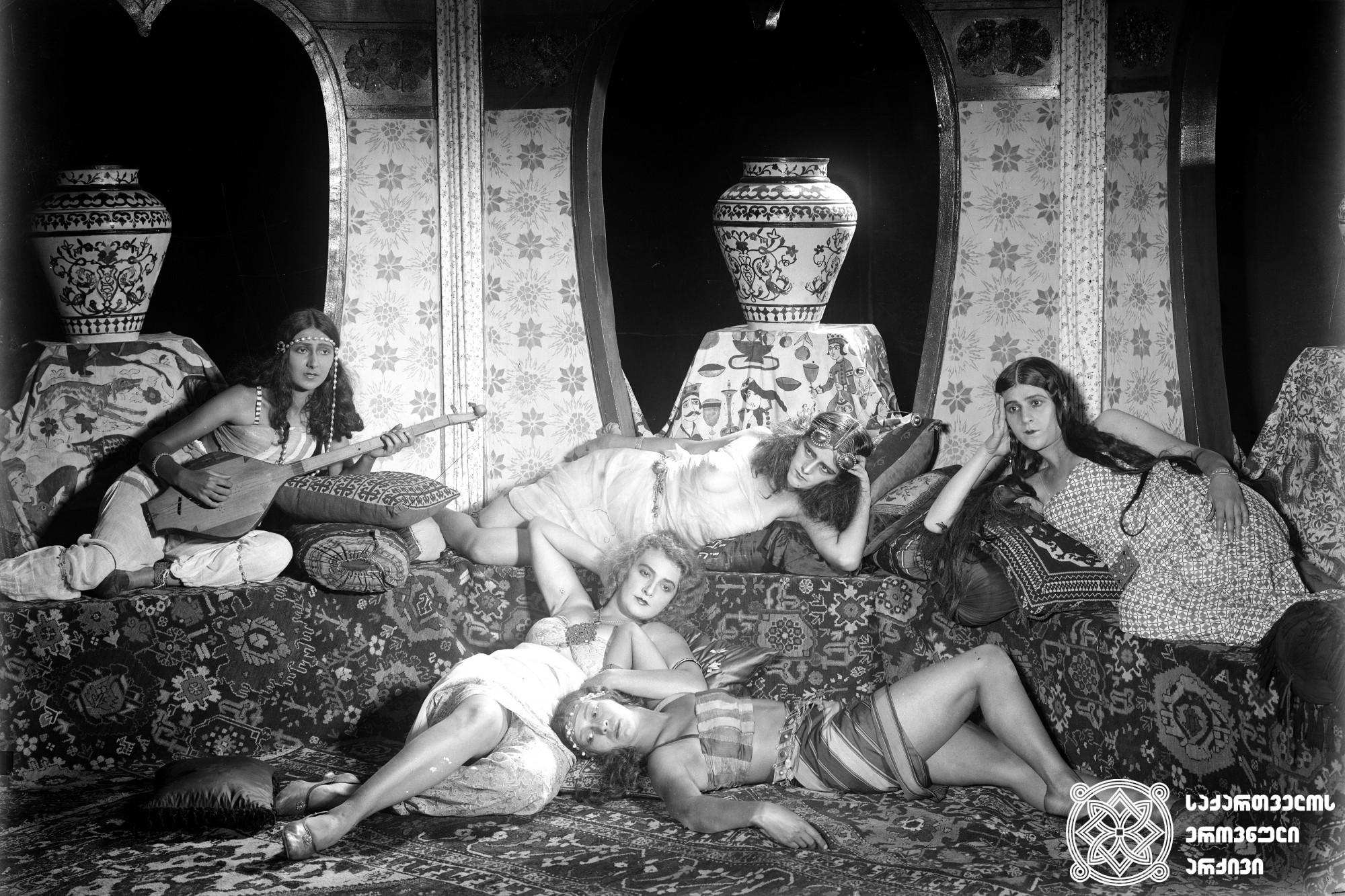 """""""ნათელა"""". 1926. <br> რეჟისორი: ამო ბეკ-ნაზაროვი. <br> სცენარის ავტორები: შ. შიშმარევი, ამო ბეკ-ნაზაროვი. <br> ოპერატორი: სერგეი ზაბოზლაევი.  <br>მხატვრები: ვალერიან სიდამონ-ერისთავი, ფიოფორი პუში  Natela. 1926. <br>  Director: Amo Bek-Nazarov. <br> Screenwriters: Sh. Shishmarev, Amo Bek-Nazarov. <br> Camera operator: Sergei Zabozlaev  <br>Production designers: Valerian Sidamon-eristavi, Fiodor Push."""