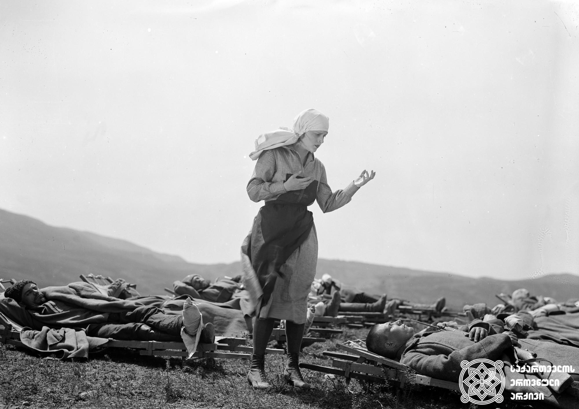 """""""კაზაკები"""". 1928. <br>  რეჟისორი:  ვლადიმერ ბარსკი. <br> სცენარის ავტორები: ვიქტორ შკლოვსკი, ვლადიმერ ბარსკი. ოპერატორი: ფერდინანდ გეგელე. მხატვარი: ვალერიან სიდამონ-ერისთავი. <br>  ფილმი გადაღებულია ლევ ტოლსტოის ამავე სახელწოდების მოთხრობის მიხედვით. <br>  Kazakebi (Cossacks). 1928. <br>  Director: Vladimir Barsky. <br> Screenwriters: Victor Shklovsky, Vladimir Barsky. Camera operator: Ferdinand Gegele. Production designer: Valerian Sidamon-eristavi. <br>  Filmed according to Leo Tolstoy's story of the same title."""