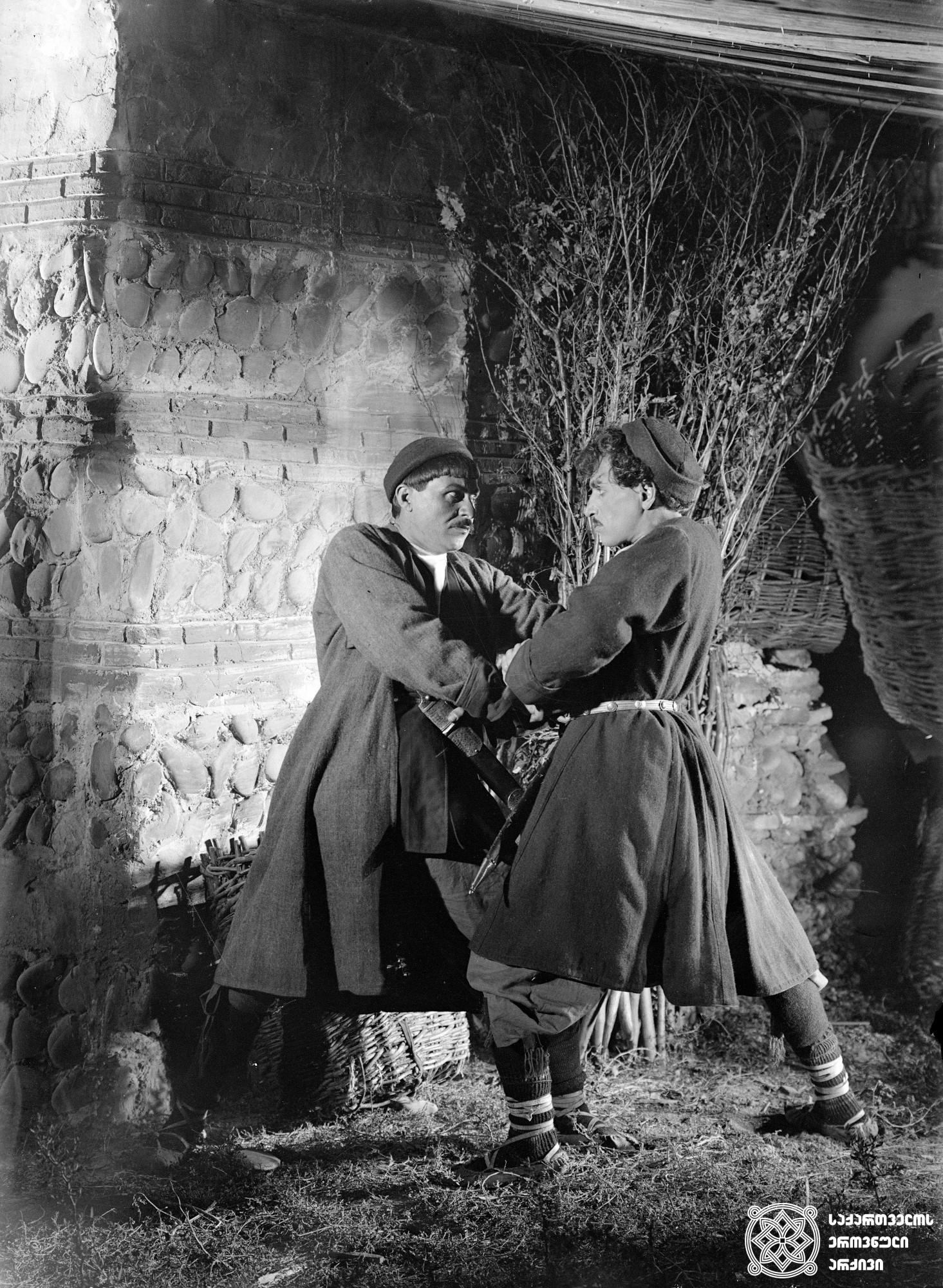 """""""ორი მონადირე"""". 1927. <br> რეჟისორი: ალექსანდრე წუწუნავა. <br> სცენარის ავტორები: ალექსანდრე წუწუნავა, ლერი ჯაფარიძე. ოპერატორი: სერგეი ზაბოზლაევი. მხატვარი: ვალერიან-სიდამონ ერისთავი. <br>  ფილმი შექმნილია ილია ელეფთერიძის  მოთხრობის მიხედვით. <br>  ფოტოზე: კოტე მიქაბერიძე(მარჯვნივ), მიხეილ გელოვანი (მარცხნივ). <br>  Ori Monadire (Two Hunters). 1927.  Director: Aleksandre Tsutsunava. <br> Screenwriters: Aleksandre Tsutsunava, Leri Japharidze. Camera operator: Sergei Zabozlaev. Production designer: Valerian Sidamon-eristavi. <br> Filmed according to Ilia Elepteridze's story. <br>  On the photo: Kote Mikaberidze (on the right), Mikheil Gelovani (on the left)."""