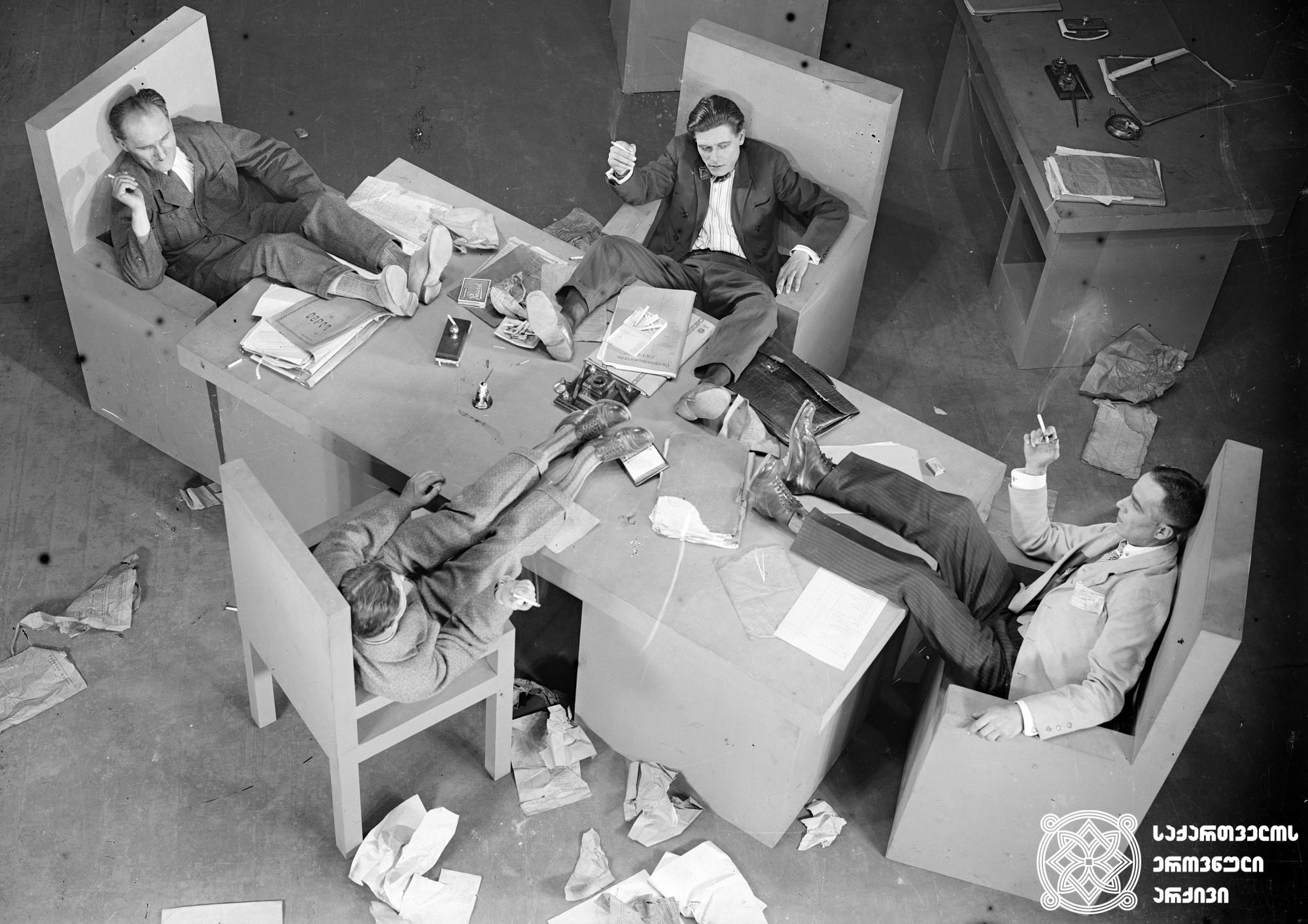 """""""ჩემი ბებია"""". 1929. <br> რეჟისორი: კოტე მიქაბერიძე. <br> სცენარის ავტორები: გიორგი მდივანი, კოტე მიქაბერიძე. ოპერატორები: ანტონ პოლიკევიჩი, ვლადიმერ პოსნანი. მხატვრები: ირაკლი გამრეკელი, ვალერიან  სიდამონ-ერისთავი. <br>  Chemi Bebia (My Grandmother). 1929. <br>  Director: Kote Mikaberidze. <br> Screenwriters: Giorgi Mdivani, Kote Mikaberidze. Camera operator: Anton Polikevich, Vladimir Posnan. Production designers: Irakli Gamrekeli, Valerian Sidamon-eristavi."""