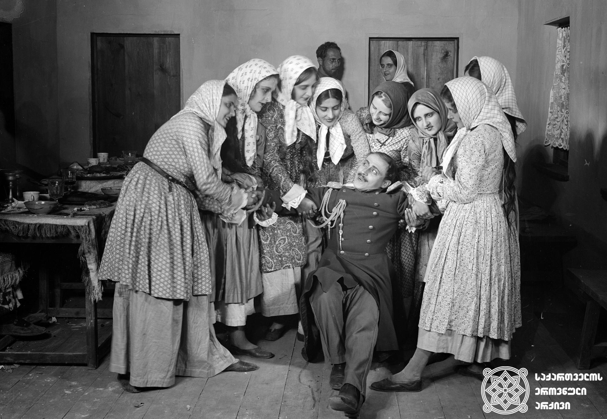 """""""თეთრი მხედარი"""" (""""ომის ღმერთი""""). 1929. <br> რეჟისორი: ეფიმ ძიგანი. <br> სცენარის ავტორები: ლ. გოლდენვეიზერი, ეფიმ ძიგანი.  ოპერატორები: სერგეი ზაბოზლაევი, ალექსანდრე გალპერინი. მხატვარი: რობერტ ფედორი. <br>  Tetri Mkhedari (Omis Ghmerti) (The White Warrior (God of the War)). 1929. <br>  Director: Efim Dzigani. <br> Screenwriters: L. Goldenveizer, Efim Dzigani.  Camera operator: Sergei Zabozlaev, Alexander Galperin. Production designer: Robert Fedor."""