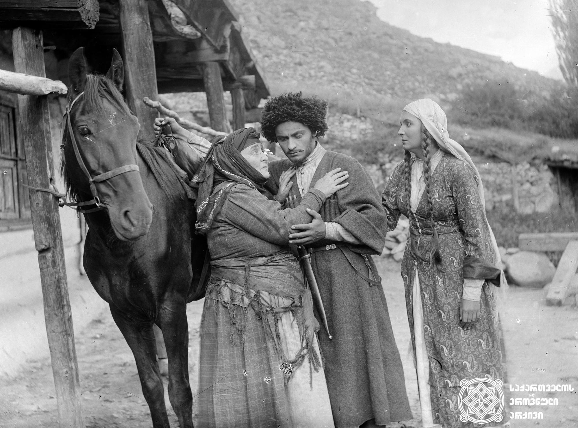 """""""მთების კანონი"""". 1927.<br> რეჟისორი:  ბორის მიხინი. <br> სცენარის ავტორები: იზმაილა ბეი აბაი, ბორის მიხინი. ოპერატორი: ანტონ პოლიკევიჩი. მხატვარი: ვალერიან სიდამონ-ერისთავი. <br>  Mtebis Kanoni (Rule of Mountains). 1927. Director: Boris Mikhin. <br> Screenwriters: Izmaila Bey Abai, Boris Mikhin. Camera operator: Anton Polikevich. Production designer: Valerian Sidamon-eristavi."""
