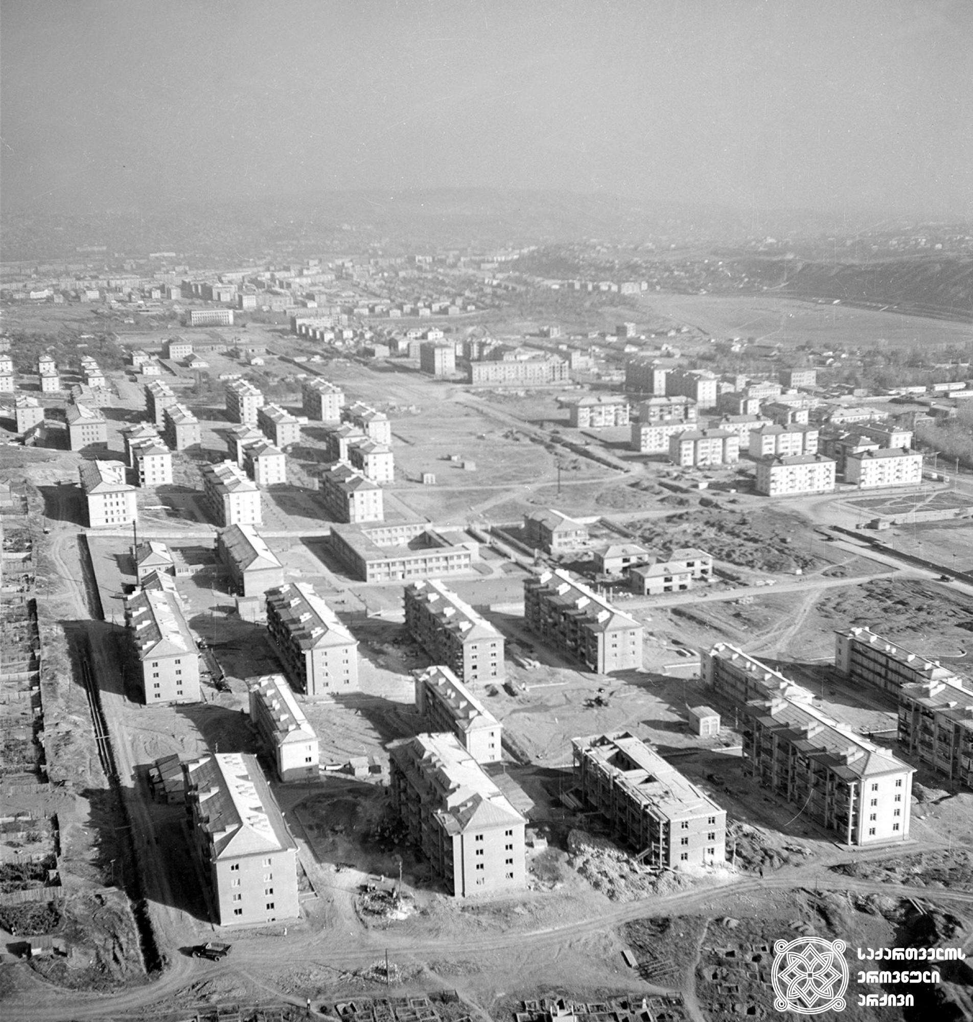 საბურთალოს საცხოვრებელი მასივის საერთო ხედი. თბილისი. <br>ფოტო: გივი კიკვაძე. <br>1964 <br> General View of Saburtalo Housing. Tbilisi. <br> Photo by Givi Kikvadze. <br> 1964