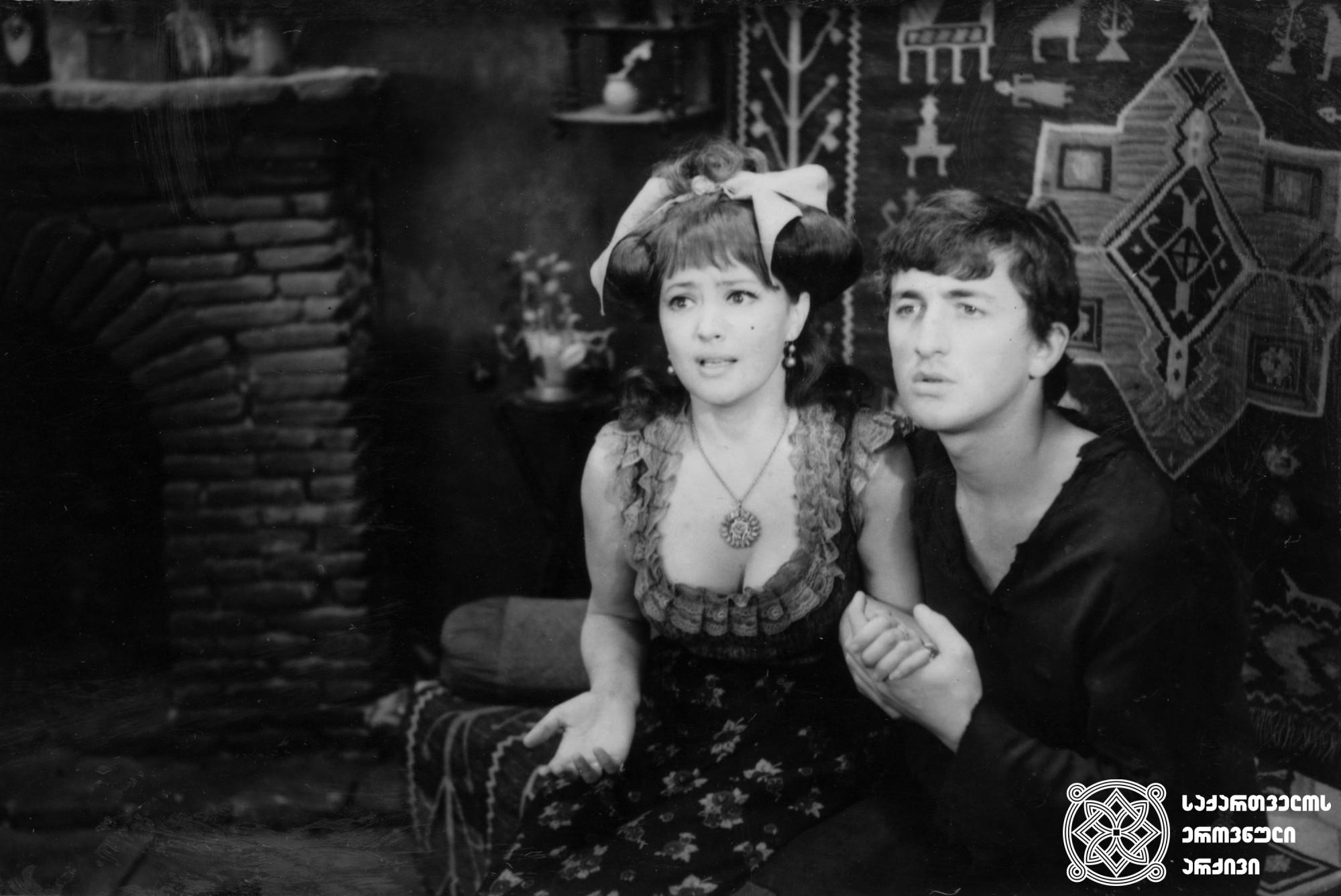"""მხატვრული ფილმი """"შერეკილები"""", მსახიობები: არიადნა შენგელეია და დავით ჟღენტი. <br> რეჟისორი: ელდარ შენგელაია. <br> 1973. <br>  Feature film """"The Eccentricts"""", actors: Ariadna Shengelaia and Davit Zhghenti. <br> Director: Eldar Shengelaia. <br> 1973."""