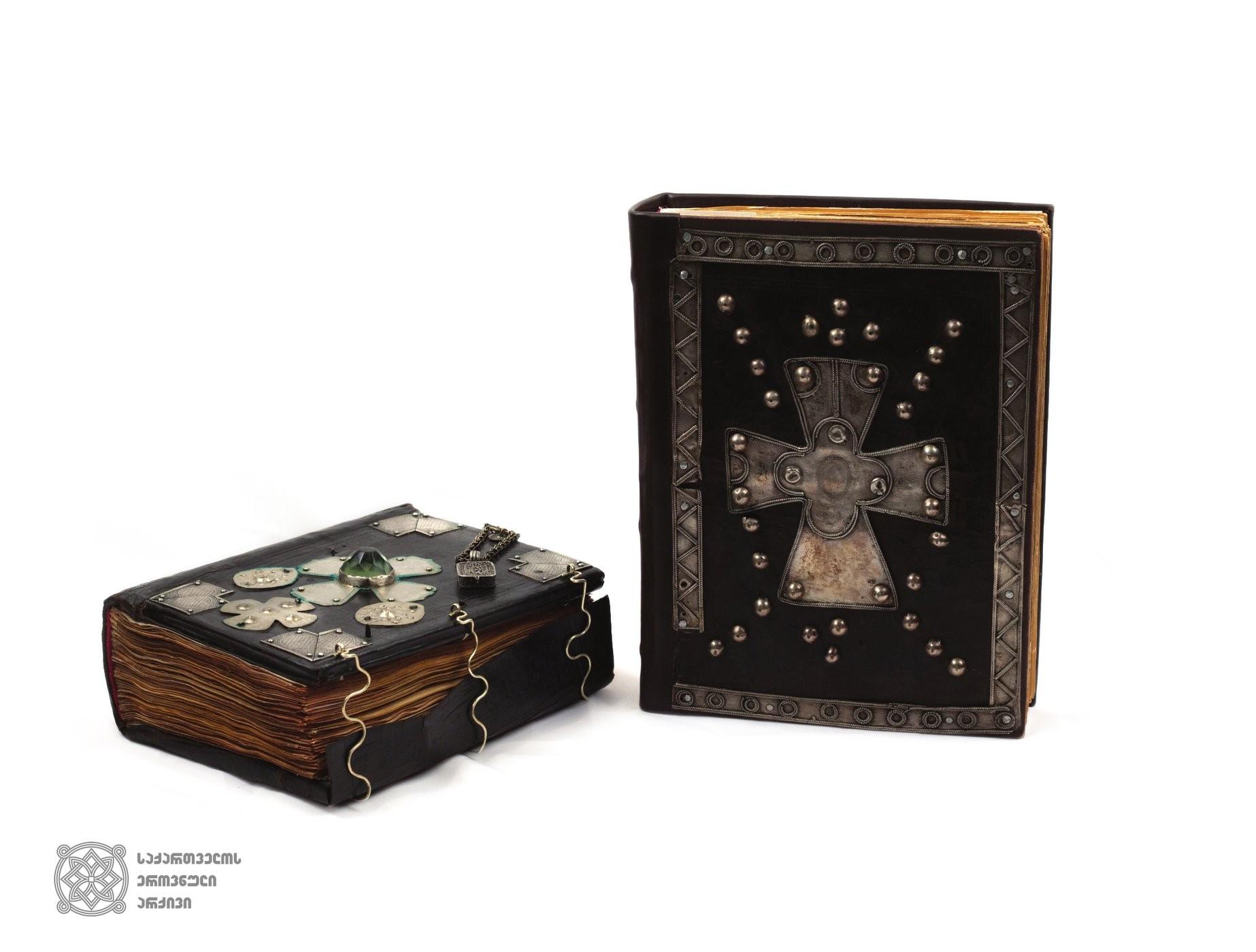 ანჩისა (XII-XIII სს.) და კალმახის ციხის (1534 წელი) სახარებები; ორივე სახარებისთვის ექვთიმე თაყაიშვილი 1895 წელს საგანგებოდ ჩავიდა წალკაში და აღწერა. მანვე დაგვიტოვა ფასდაუდებელი ცნობები ამ სახარებათა შესახებ, ვინაიდან 1923 წლისათვის, როცა სახარებები არქივში შემოვიდა შესანახად, ხელნაწერებს უკვე მნიშვნელოვანი დანაკარგები ჰქონდა, მათ შორის დაკარგული იყო ხელნაწერების მინიატურები და ანდერძ-მინაწერები.  <br> Anchi Gospel (12th-13th) and Fourgospel scribed in Kalmakhi castle (1534)  In 1895 Ekvtime Takaishvili specially visited Tsalka for both of the gospels and described them. He gave us the valuable information about these gospels, since for 1923, when the gospels were transferred to the archive, the manuscripts already had a significant loss, including the miniatures and the colophons of the manuscripts that were lost.