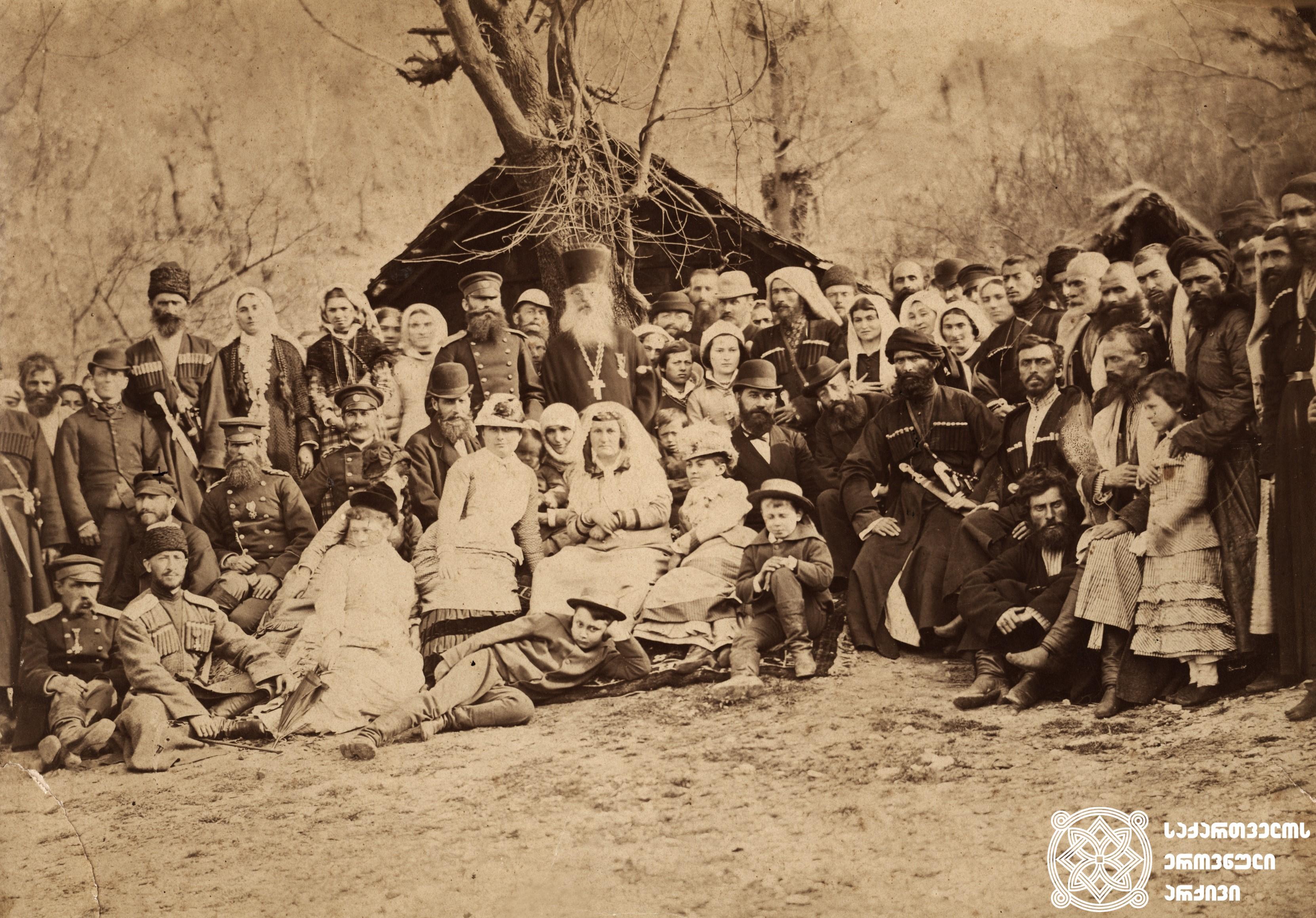 ზუგდიდი, 1880 წელი. ბერტა ფონ ზუტნერი დადიანებთან <br>  პირველ რიგში მარცხნიდან სხედან: ეკატერინე დადიანის სტუმარი, ბერტა ფონ ზუნტერი. მეორე რიგში პირველი -იოსებ მიქაბერიძე, მეოთხე –პრინცი აშილ მიურატი, მეხუთე –მისი მეუღლე სალომე დადიანი, მეექვსე –მინადორა, იოსებ მიქარებიძის მეუღლე. ქვემოთ პრინც მიურატის ვაჟები სხედან.  Zugdidi, 1880 –Bertha with Dadiani Family <br>  In the first row from the left –the guest of Ekaterine Dadiani, Bertha von Suttner. In the second row the first is the head of the UyezdIosebMikaberidze, the fourth –Prince AchilleMurat, the fifth –his wife Salome Dadiani, the sixth-Minadora, wife of IosebMikaberidze, below –sons of Prince Murat.