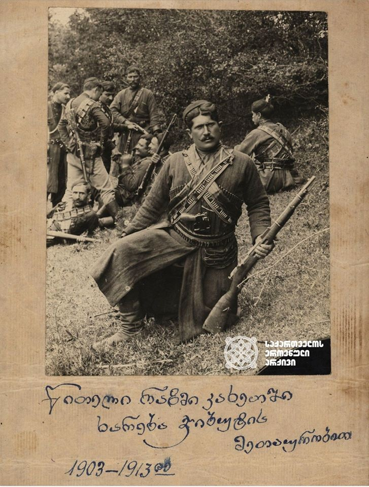 ხარება ჯიბუტი (მეტსახელი – ლეკი) – ტერორისტების მეთაური, ცნობილი ყაჩაღი ფოტო, სავარაუდოდ, გადაღებულია 1911 წელს. <br> Khareba Djibuti (nickname - Leki) - Commander of terrorists, famous robber The photo was supposedly taken in 1911.