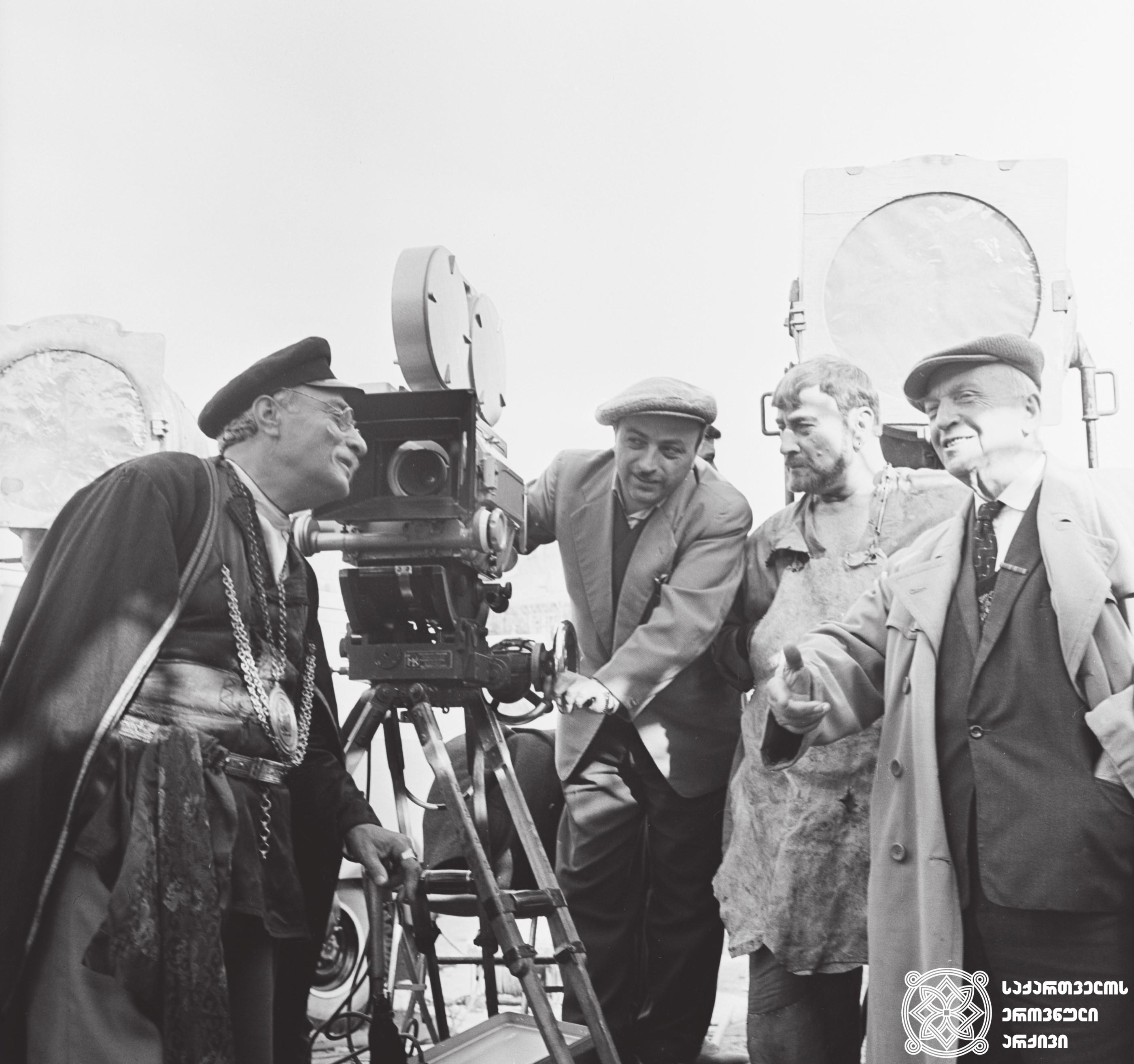 """მხატვრული ფილმი """"რაც გინახავს ვეღარ ნახავ"""", მსახიობები: ვასო გოძიაშვილი და აკაკი ხორავა გადასაღებ მოედანზე.  <br>რეჟისორი: მიხეილ ჭიაურელი. 1965  <br> Feature film """"You can't See What You have Seen"""", actors: Vaso Godziashvili and Akaki Khorava on the filming location. <br> <br>Director: Mikheil Chiaureli. 1965"""