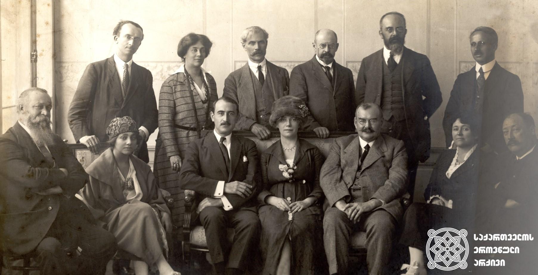 მეორე სოციალისტური ინტერნაციონალის დელეგაცია საქართველოს რესპუბლიკაში. <br> თბილისი, 1920 წლის სექტემბერი  Delegation of the Second Socialist International to the Republic of Georgia <br> <br> Tbilisi, September 1920