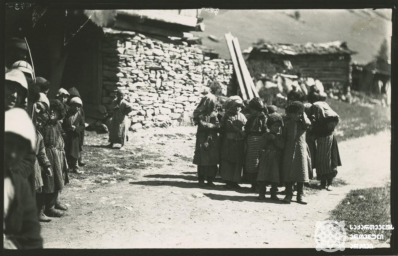 სოფელი ღები. ბავშვების სათამაშო მოედანი. <br> Village Ghebi. Children's play ground. <br> 1890.