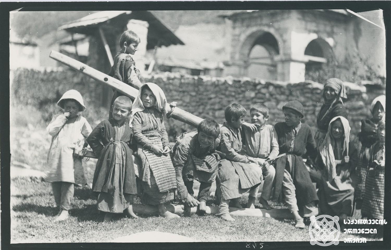 რაჭა, სოფელი ღები. ბავშვები ურემზე, სოფლის ეკლესიის მახლობლად. <br> Racha, village Ghebi. Children on the cart near the village church.